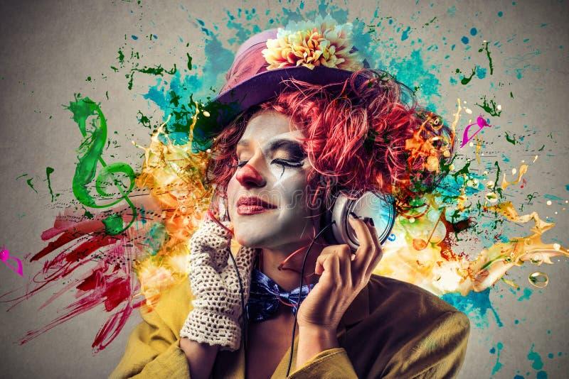 Clown, der Musik hört stockbild