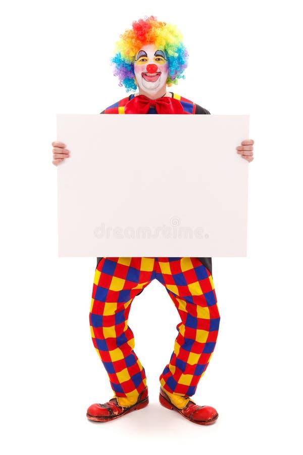 Clown, der unbelegten weißen Vorstand anhält stockbild