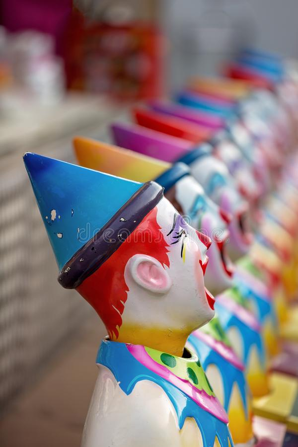Clown-Figurines On Sideshow-Gasse an einer Land-Show stockbild