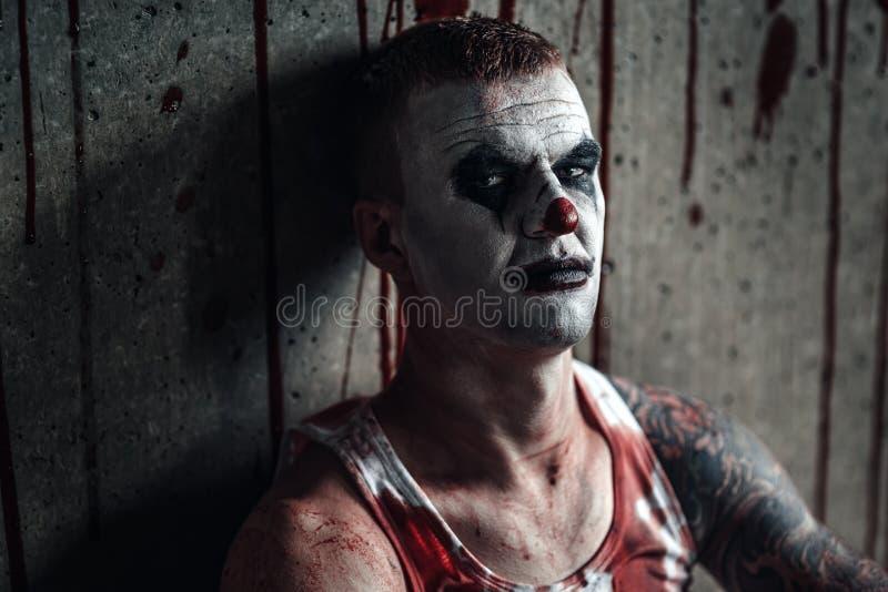 Clown-fou ensanglanté avec la hache photos libres de droits