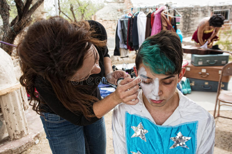 Clown Getting Makeup royaltyfri bild
