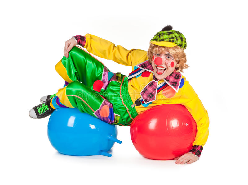 Clown liegt auf Kugeln stockfotografie