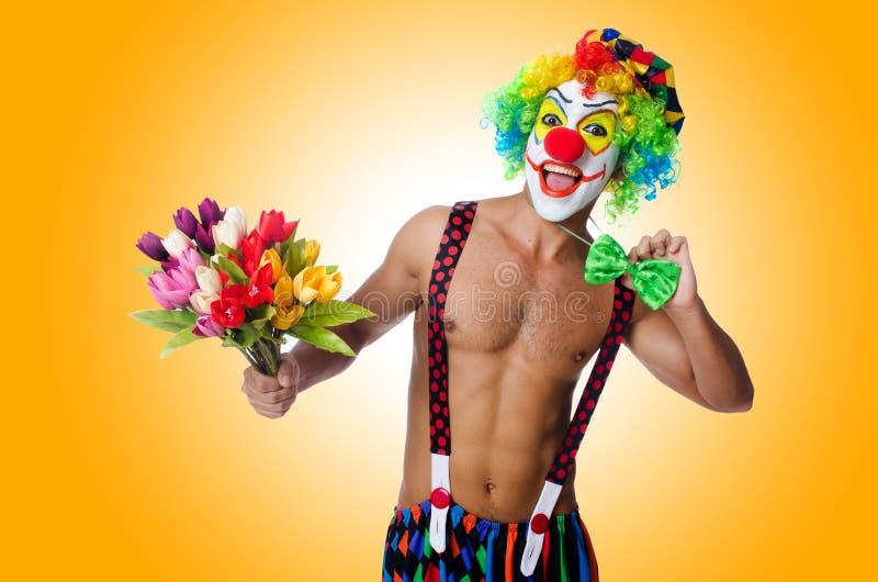 Clown mit Blumen stockbild