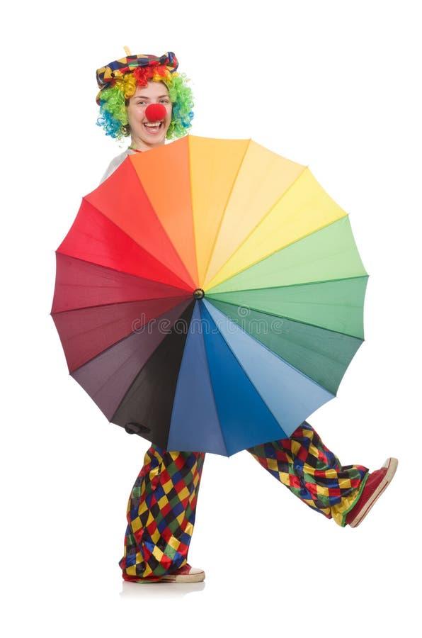Clown mit dem Regenschirm lokalisiert auf Weiß lizenzfreie stockfotografie