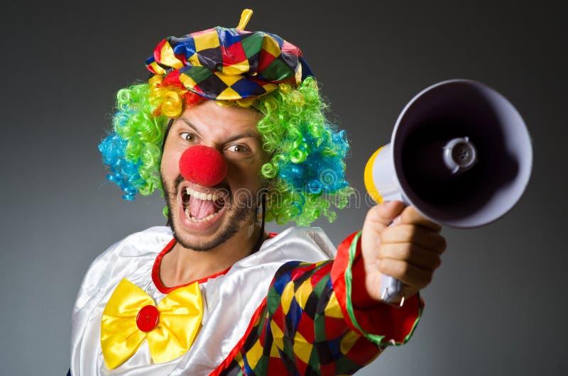 Clown mit loudspealer stockfotos