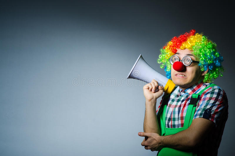 Clown mit loudspealer stockfotografie