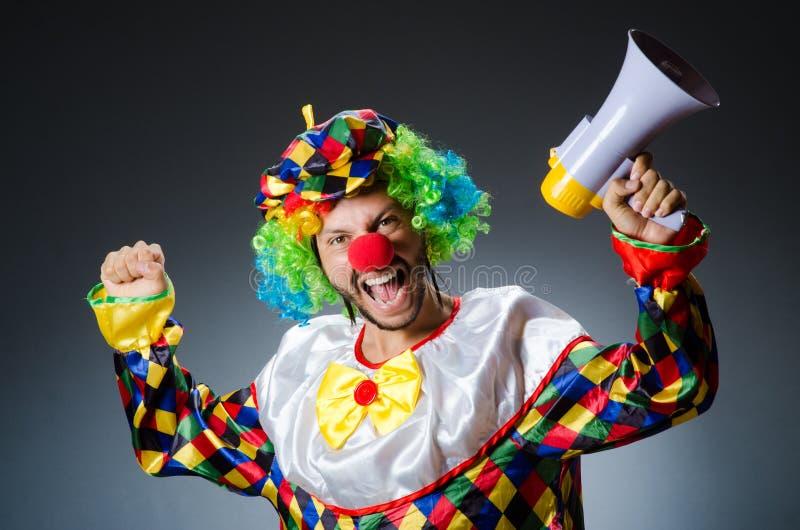 Clown mit loudspealer stockfoto