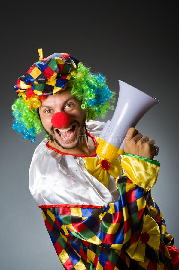 Clown mit loudspealer stockfotos