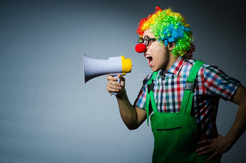 Clown mit loudspealer lizenzfreie stockfotografie