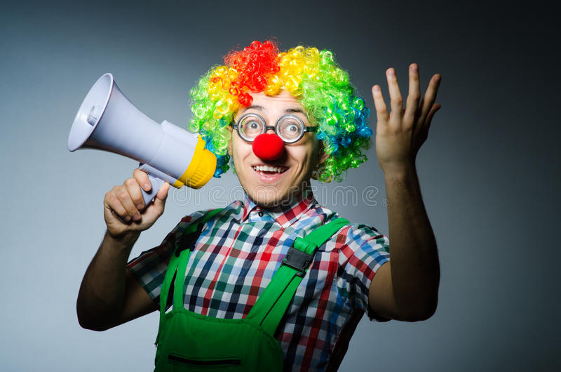Clown mit loudspealer lizenzfreies stockfoto