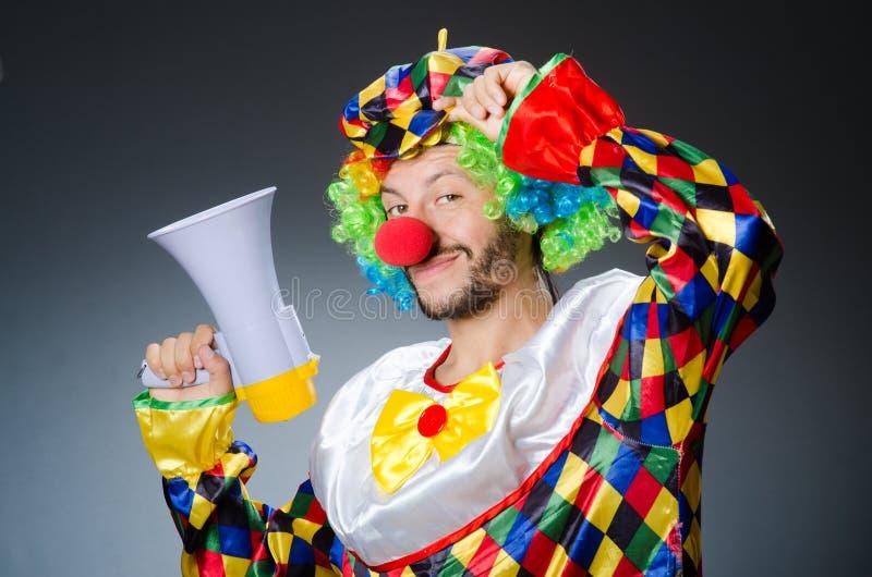 Clown mit loudspealer lizenzfreies stockbild