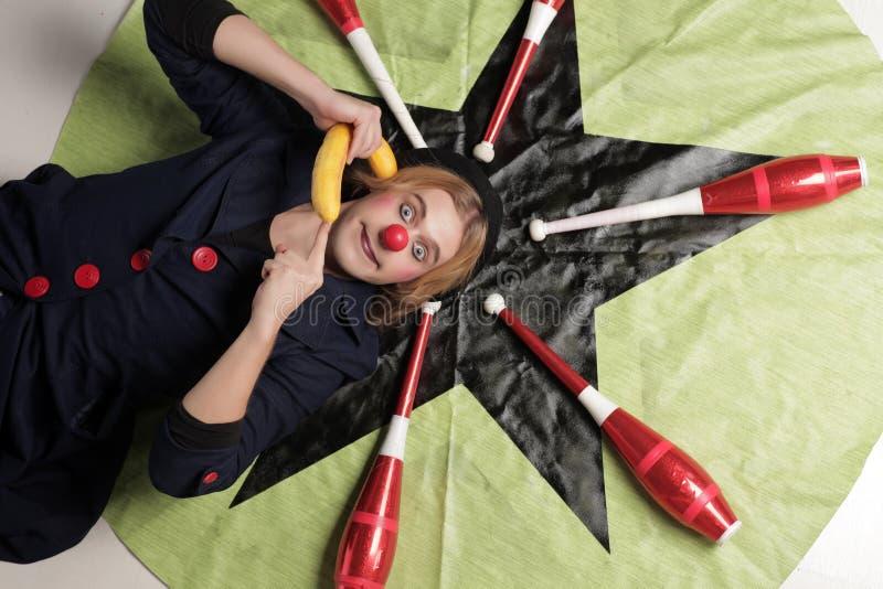 Clown och jongleraklubbor fotografering för bildbyråer
