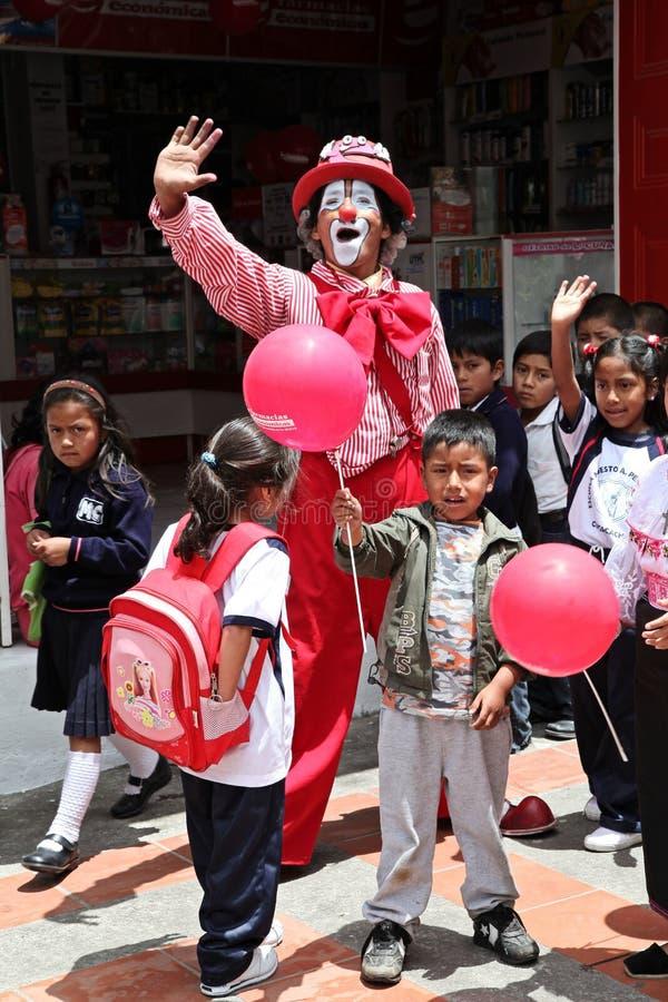 Clown und Kinder lizenzfreie stockfotos