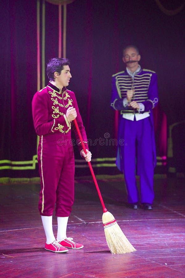 Clowne am Zirkusschauspiel lizenzfreie stockbilder