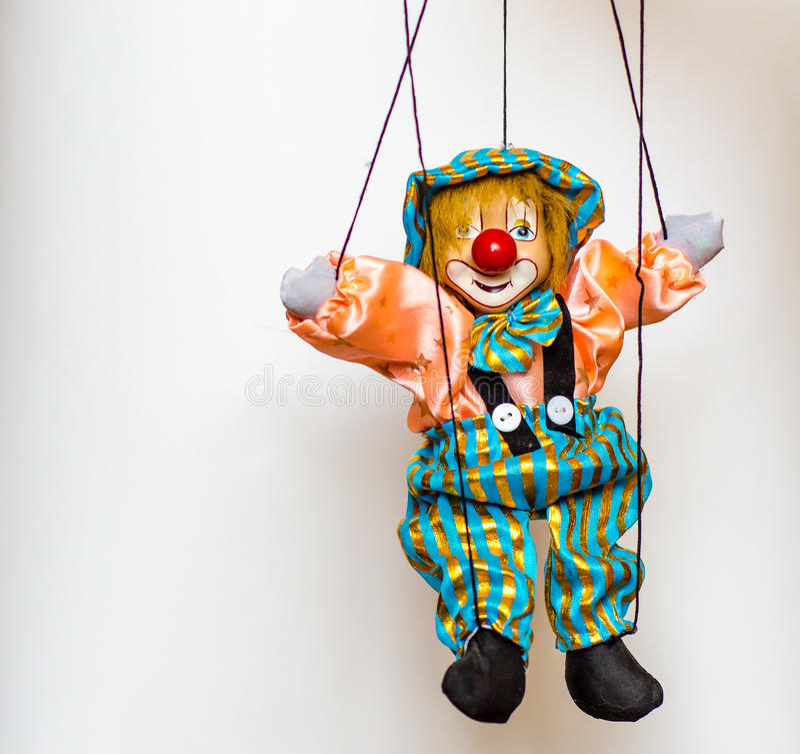 Clownmarionettenspielzeug auf hellem Hintergrund stockbilder