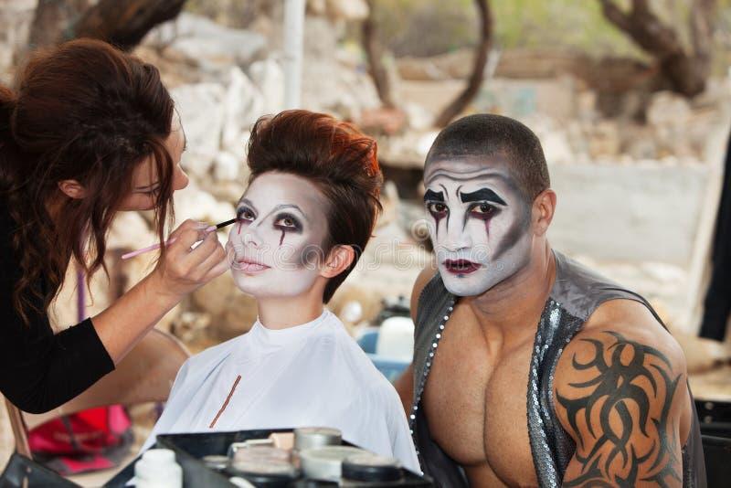 Clowns die Make-up krijgen royalty-vrije stock foto's