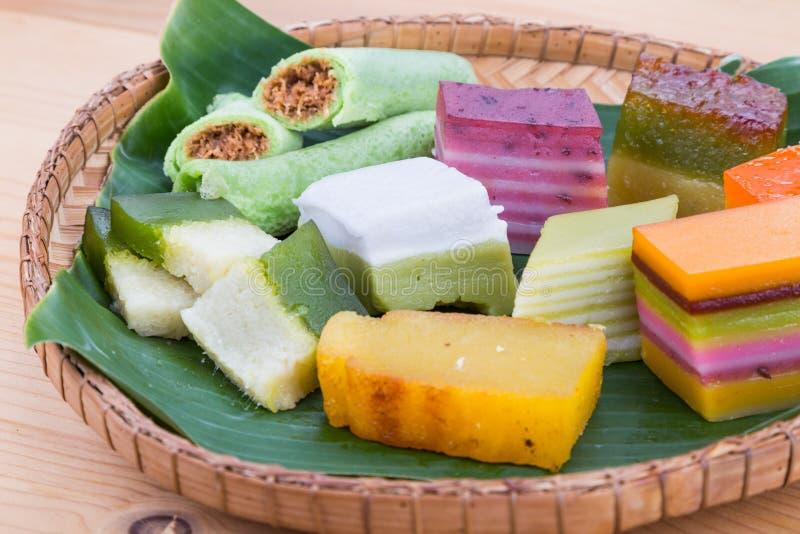 Clsoeup op het populaire geassorteerde zoete dessert van Maleisië kuih kueh stock afbeeldingen