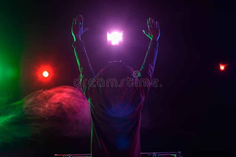 club afroamericano profesional DJ en concierto fotografía de archivo