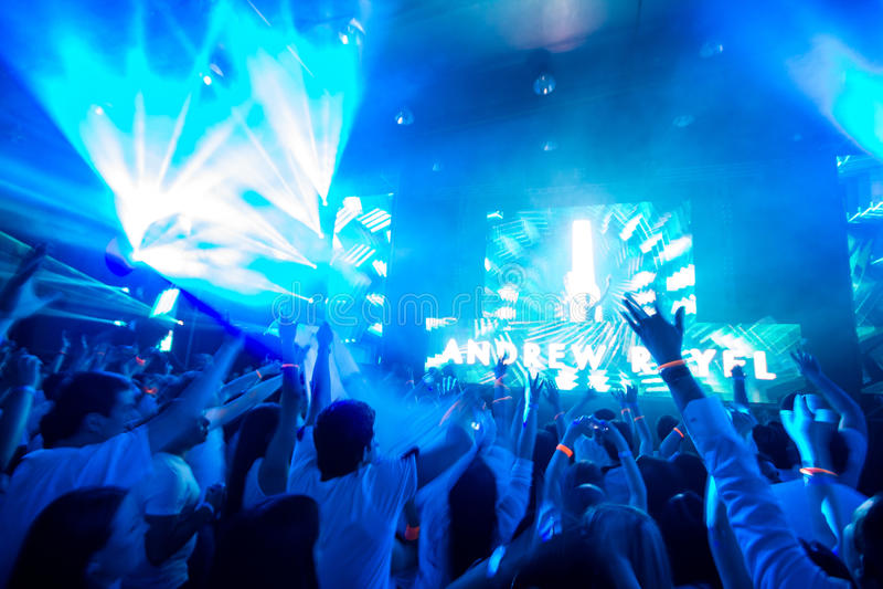 Club de danse avec le DJ photographie stock libre de droits