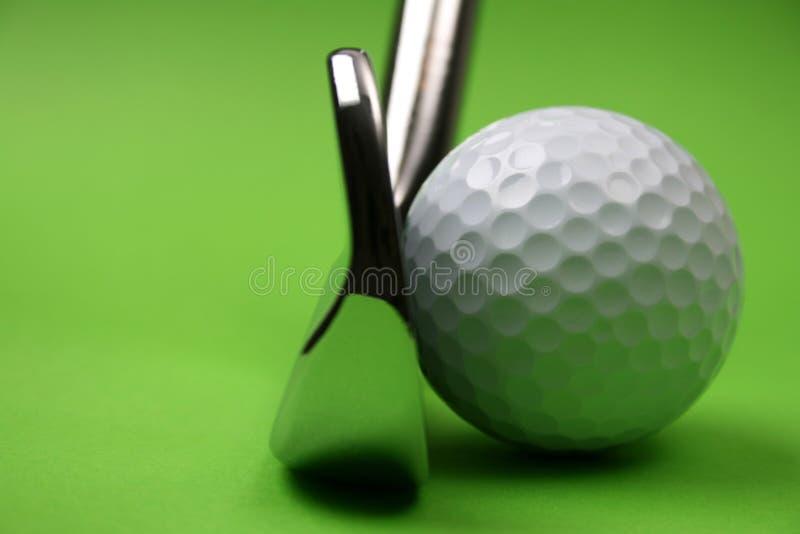 Club de golf y bola fotos de archivo