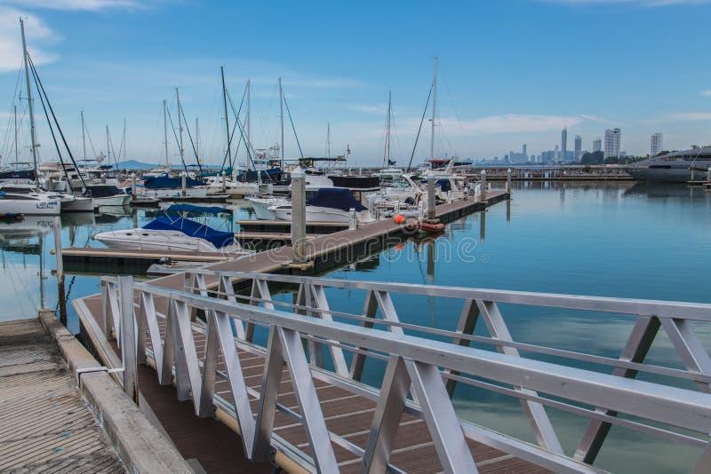 Club de yacht de marina d'océan photo libre de droits