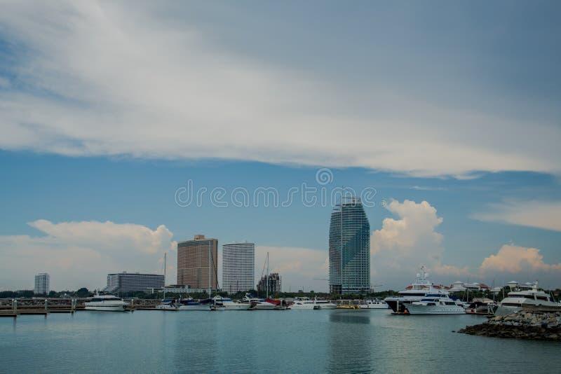 Club de yacht de marina d'océan image stock