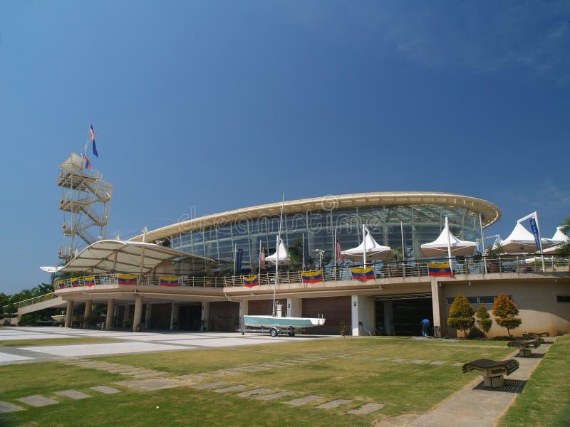 Club de yate moderno del puerto deportivo foto de archivo libre de regalías