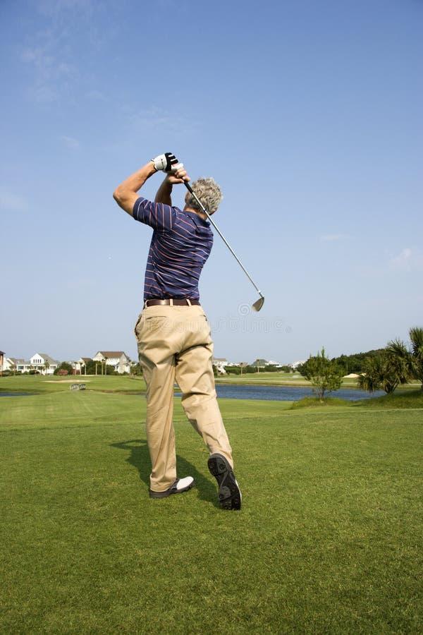 Club di golf d'oscillazione dell'uomo. fotografia stock libera da diritti
