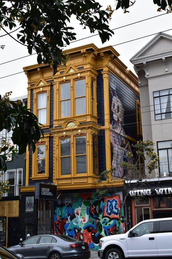 424 club y apartamentos subterráneos de noche de Haight Street SF imagen de archivo
