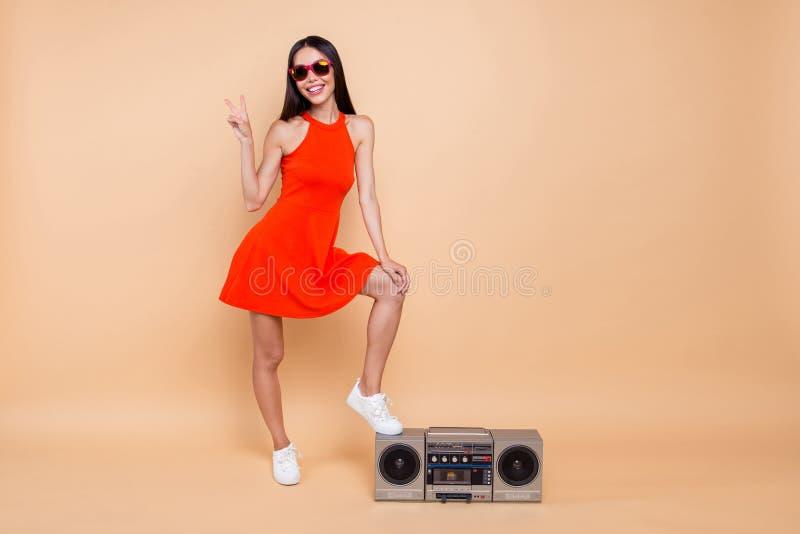 Clubber klubu dźwięka osoby modni ludzie ona jej pojęcie Pełny le fotografia royalty free