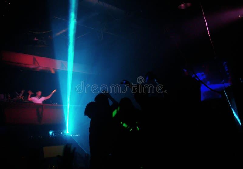 Clubbers bij nacht royalty-vrije stock fotografie