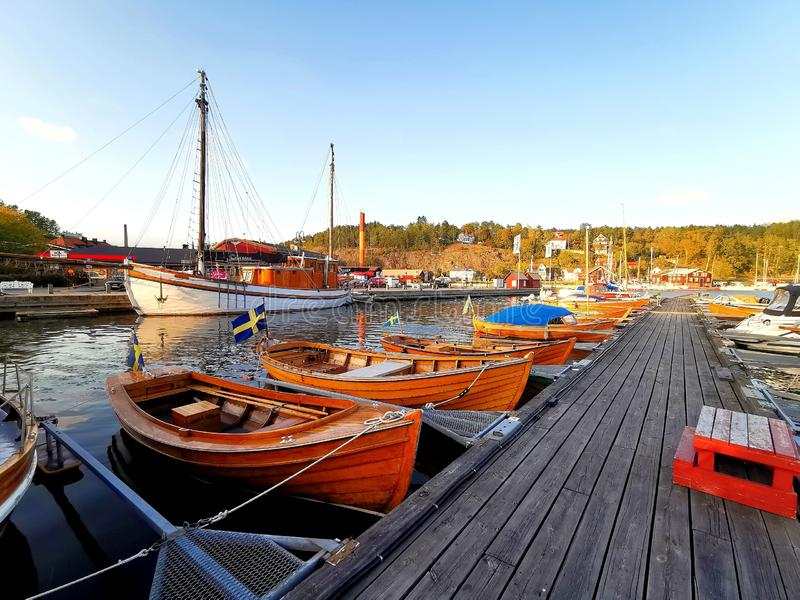 Clube dos barcos de madeira em Valdemarsvik, Suécia fotografia de stock royalty free