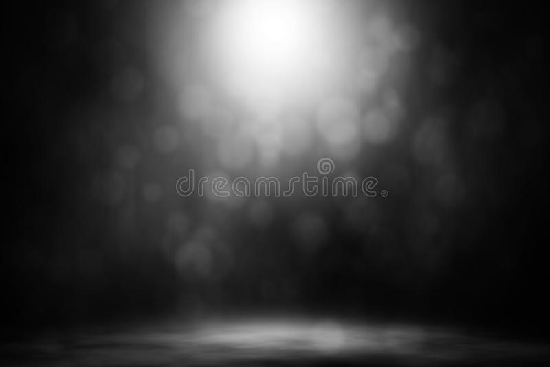 Clube noturno branco da fase do fumo do bokeh do projetor foto de stock