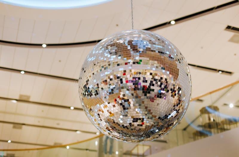 Clube noturno da mostra do disco da decoração da bola do espelho fotos de stock royalty free