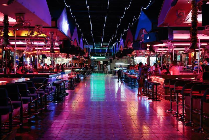 Download Clube noturno em Tailândia foto editorial. Imagem de tabela - 65575951