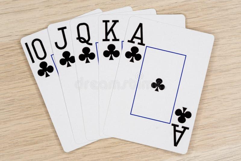 Clubs de quinte royale - casino jouant aux cartes de tisonnier images stock