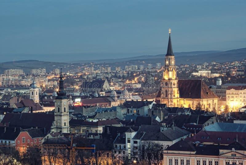 Cluj Napoca bij schemer
