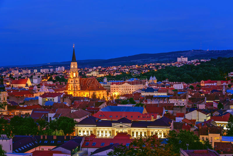 Cluj Napoca bij Zonsondergang royalty-vrije stock afbeeldingen