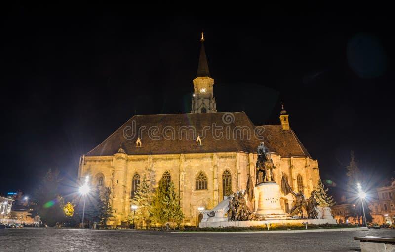 Cluj Napoca gotisk domkyrka St Michael i den Unirii fyrkanten royaltyfri bild