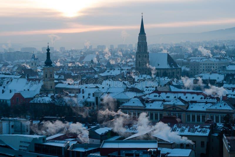 Cluj-Napoca horisont i morgonen arkivbild