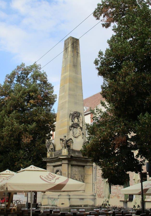 Cluj-Napoca RO, September 24th: Obelisk Carolina i Cluj-Napoca från den Transylvania regionen i Rumänien arkivfoto