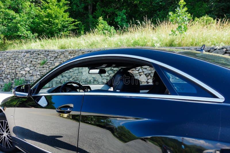 Cluj Napoca/Roemenië - Juni 20, 2018: De Klassencoupé van Mercedes Benz E, modelw207 - jaar 2010, Avantgardemateriaal, AMG-Legeri stock afbeeldingen