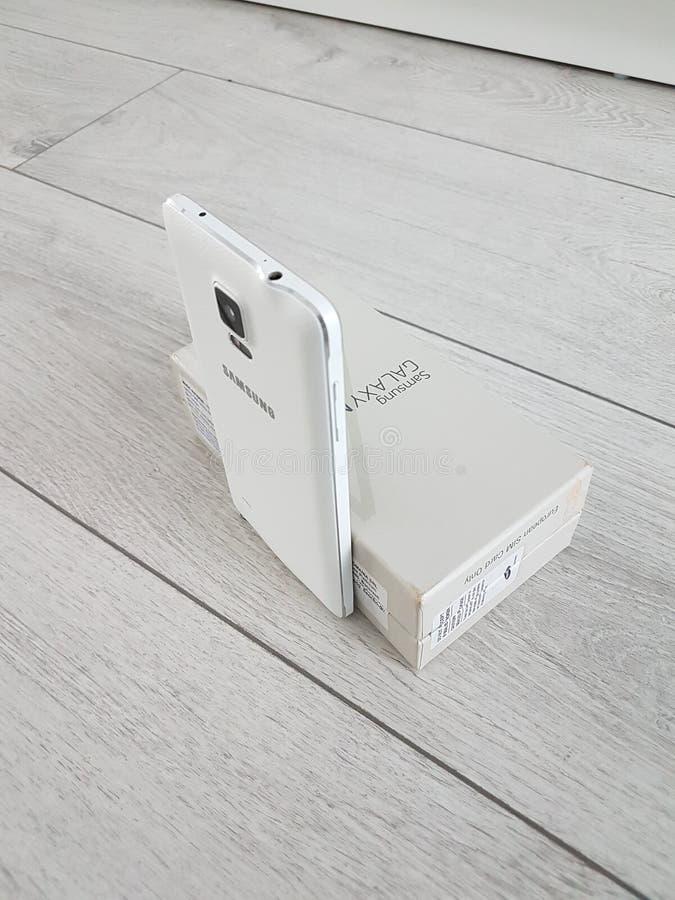 Cluj Napoca/Romania - 6 giugno 2017: Galassia bianca, scatola piena, penna di S, sessione di Samsung di foto, obsoleta immagine stock