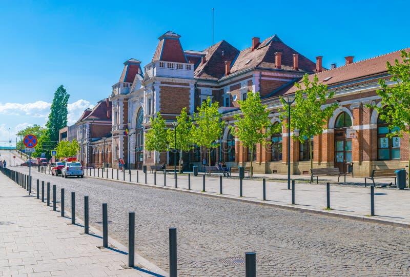 CLUJ-NAPOCA, RUMÄNIEN - 29. APRIL 2018: Bahnhof von Klausenburg Napoca an einem sonnigen Tag mit blauem Himmel in Rumänien stockbilder