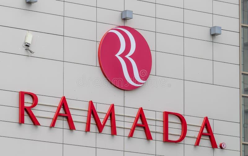 CLUJ-NAPOCA, RUMÄNIEN - 24. MÄRZ 2018: Ramada-Hotel besessen von Wyndham Worldwide in Klausenburg-Napoca, Rumänien stockbild
