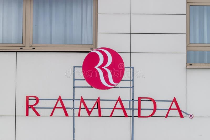 CLUJ-NAPOCA, RUMÄNIEN - 24. MÄRZ 2018: Ramada-Hotel besessen von Wyndham Worldwide in Klausenburg-Napoca, Rumänien lizenzfreie stockbilder