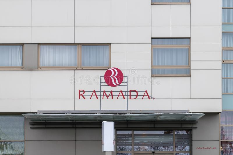 CLUJ-NAPOCA, RUMÄNIEN - 24. MÄRZ 2018: Ramada-Hotel besessen von Wyndham Worldwide in Klausenburg-Napoca, Rumänien lizenzfreie stockfotos
