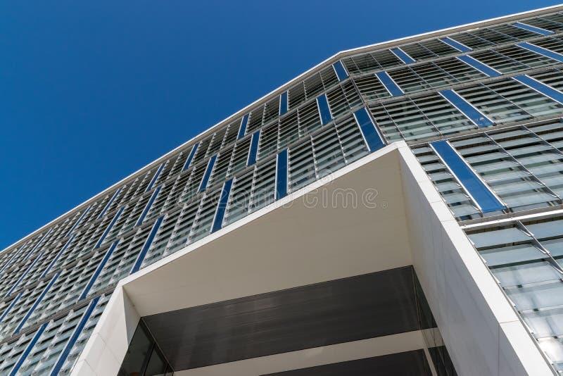 CLUJ-NAPOCA RUMÄNIEN - September 16, 2018: Kontorsbyggnaden, Cluj-Napoca's nytt affärsnav royaltyfri fotografi