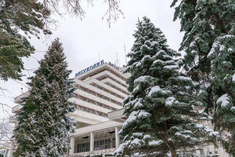 CLUJ-NAPOCA, RUMANIA - 23 DE MARZO DE 2018: Vista al hotel del belvedere en la colina de Cetatuia en Cluj-Napoca, Rumania imagenes de archivo