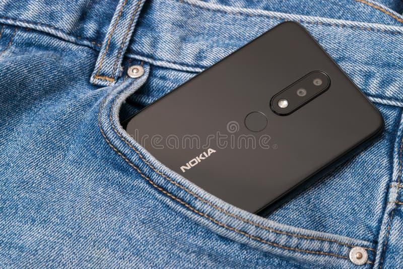 Cluj, Romênia - 13 de maio de 2019: Smartphone de Nokia feito por Nokia Corporaçõ, telecomunicações multinacionais finlandesas, i imagens de stock
